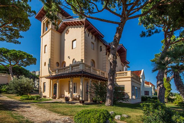 Villa for sale in Sant Vicenc De Monalt, Barcelona, Spain