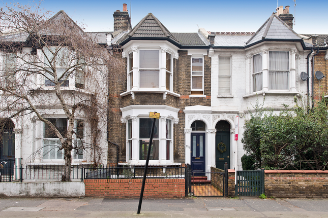 3 bed maisonette for sale in Richmond Road, London Fields