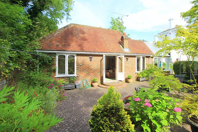 Thumbnail Bungalow to rent in Ford Manor Road, Dormansland, Lingfield