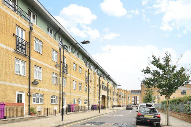 Thumbnail Flat to rent in Broomfield Street, Poplar