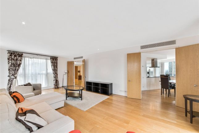 Thumbnail Flat to rent in Hanover House, 32 Westferry Circus, Canary Wharf, London