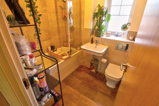 Family Bathroom of Drovers Close, Balsall Common, Coventry CV7