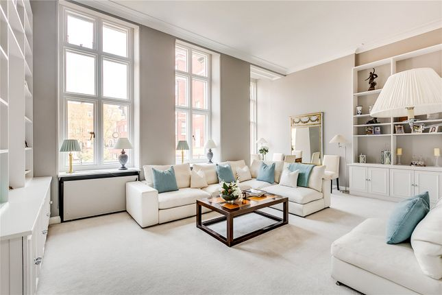 Thumbnail Flat for sale in Cadogan Square, London