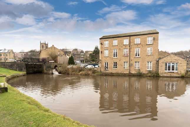 Thumbnail Flat to rent in Old Cawsey, Sowerby Bridge