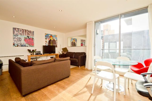 Thumbnail Flat to rent in Dereham Place, Shoreditch