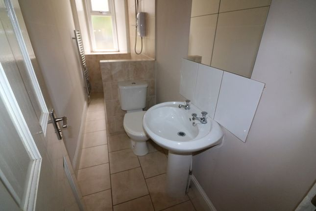 Thumbnail 2 bedroom flat to rent in Eastwood Crescent, Thornliebank, Glasgow