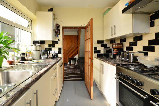 Thumbnail Terraced house for sale in Walton Terrace, Woking
