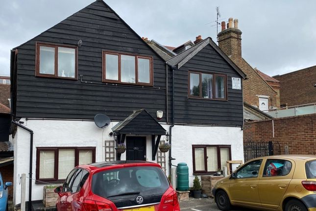 1 bed flat for sale in High Street, Carshalton SM5