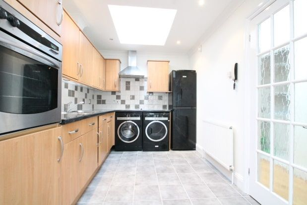 Thumbnail Flat to rent in Avenue Road, Beckenham