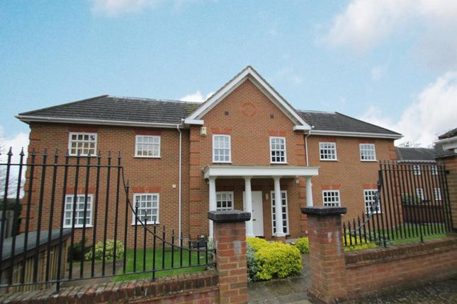 Thumbnail Maisonette to rent in Allen House Park, Hook Heath, Woking
