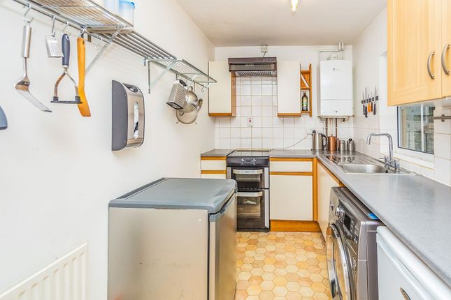 Kitchen of Crescent Road, Reading RG1
