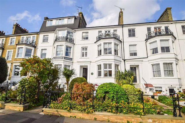 2 bed flat to rent in Clifftown Parade, Southend-On-Sea SS1