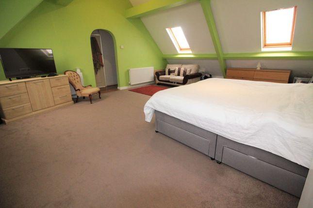 Bedroom of Lake Road West, Roath Park CF23