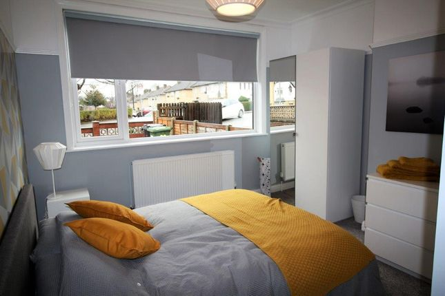 Thumbnail Shared accommodation to rent in Swinnow Road, Bramley, Leeds