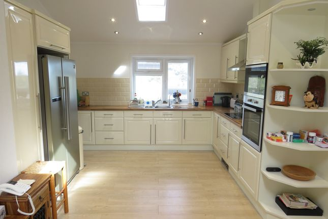 Thumbnail Mobile/park home for sale in Worley Way, Lone Pine Park, Ferndown