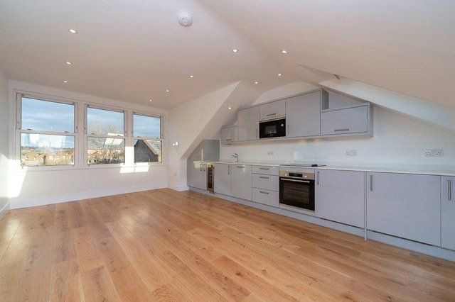 2 bed property to rent in Streatley Road, London NW6