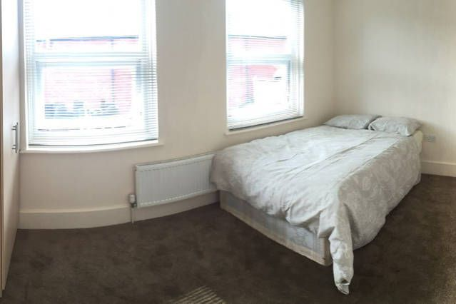 Thumbnail Shared accommodation to rent in Cannon Street Road, London