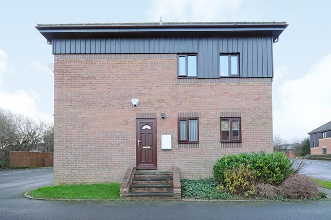 2 bed flat for sale in Roebuck Court, Didcot