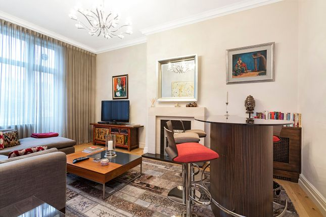 2 bed flat for sale in Cadogan Square, London SW1X