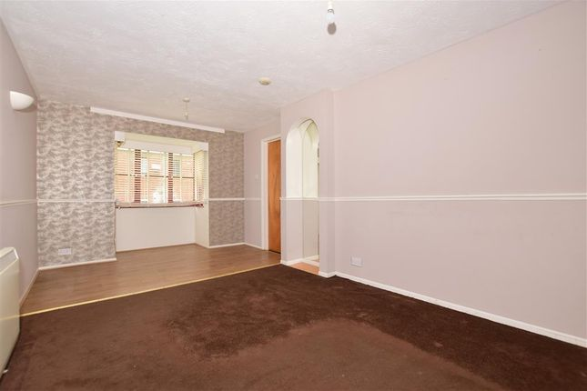 Thumbnail Flat for sale in Chalice Way, Greenhithe, Kent
