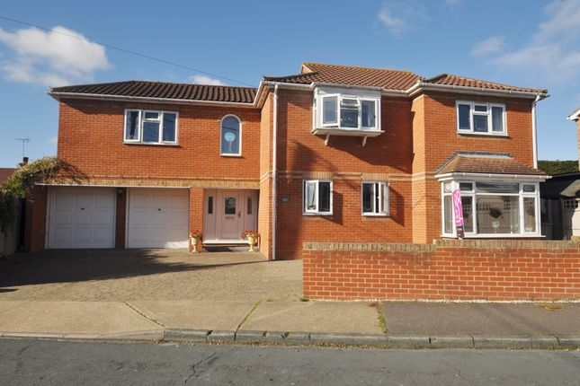 Thumbnail Detached house for sale in Constitution Hill, Benfleet