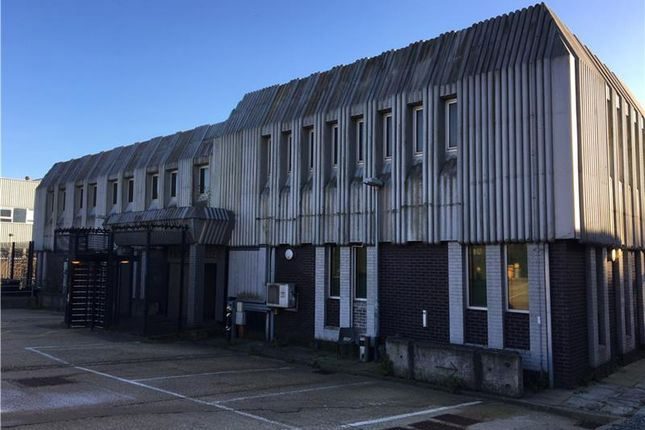 Thumbnail Warehouse to let in Kingfisher House, Pelton Road, Basingstoke, Hampshire, UK
