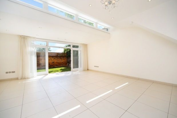 Thumbnail Flat to rent in Walpole Gardens, Chiswick