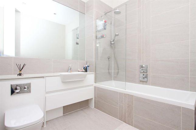 Bathroom of Kingswood Place, Hayes UB4