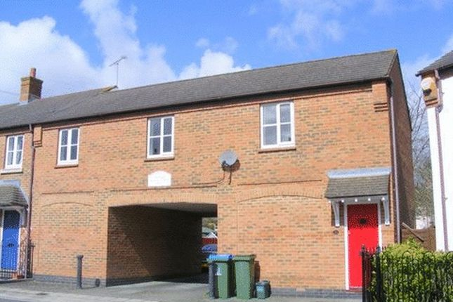 Thumbnail Flat to rent in Woodford Close, Aylesbury