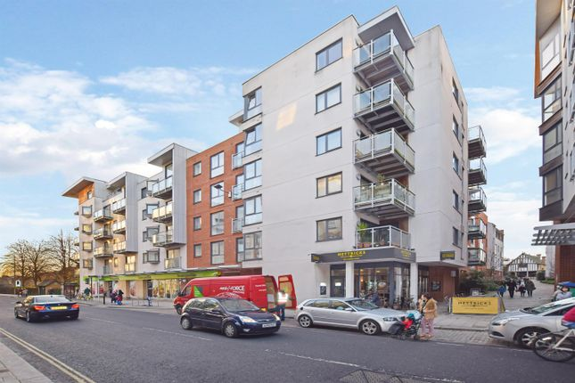 2 bed flat to rent in Castle Place, High Street, Southampton