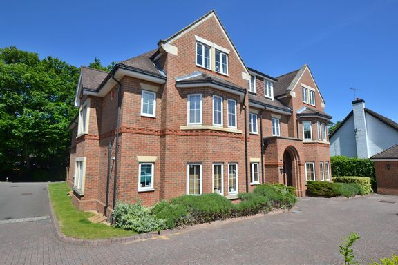 Thumbnail Flat to rent in Yew Barton Court, Aldershot Road, Church Crookham, Fleet