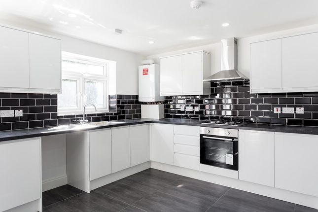4 bed end terrace house to rent in Tudor Crescent, Ilford