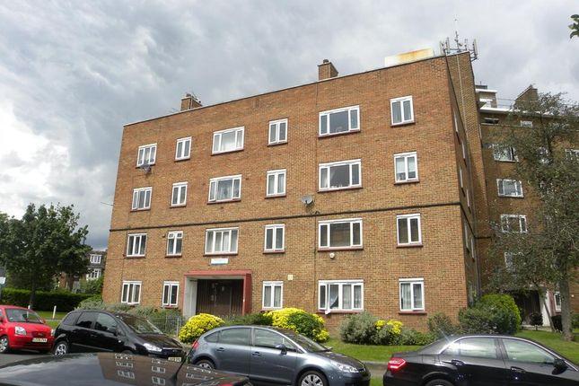 Thumbnail Flat to rent in Basingdon Way, London