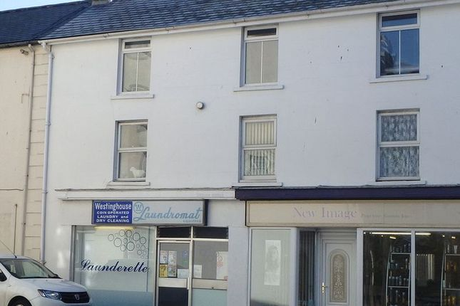 3 bedroom flat to rent in Maengwyn Street, Tywyn