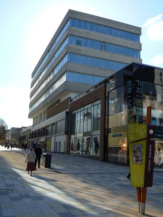 Thumbnail Office to let in Highview House, Charles Square, Bracknell, Berkshire