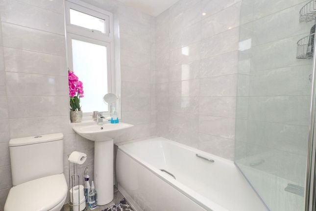Family Bathroom of Shirley Avenue, Bexley DA5