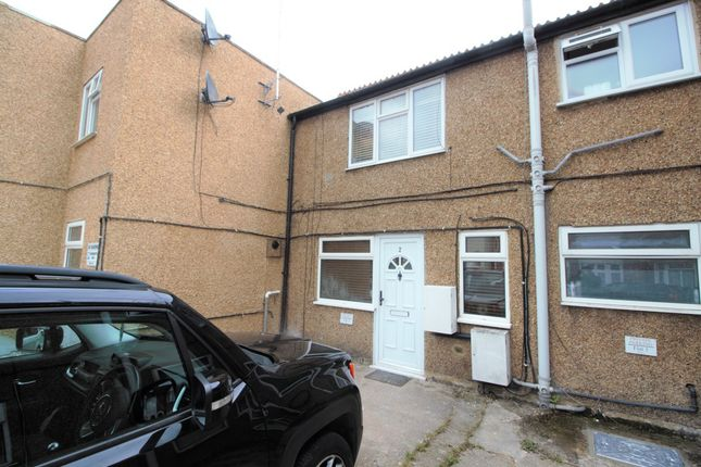 2 bed property to rent in Percy Road, Watford WD18