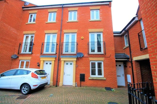 Thumbnail Town house to rent in Roper Close, Colchester