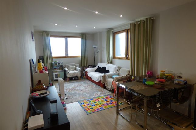 Thumbnail Flat for sale in St. Ives Place, London