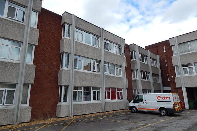 Thumbnail Flat to rent in Grammar School Walk, Huntingdon
