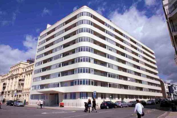 2 bed flat to rent in Kings Road, Brighton BN1