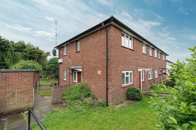 2 bed flat for sale in Eastern Avenue West, Chadwell Heath, Romford RM6