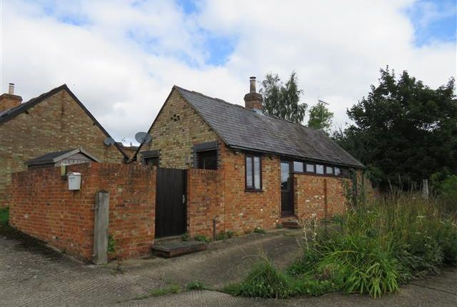 Thumbnail Barn conversion to rent in Rosebery Mews, Mentmore, Leighton Buzzard