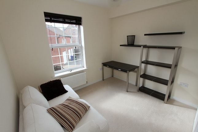 2 bedroom flat to rent in Sage Close, Banbury