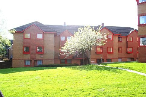 2 bed flat to rent in Horsted House, Franklynn Road, Haywards Heath