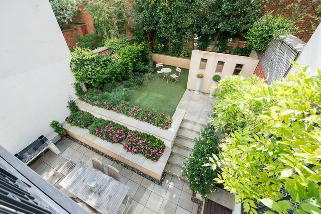 Thumbnail Town house to rent in Thornwood Gardens, London