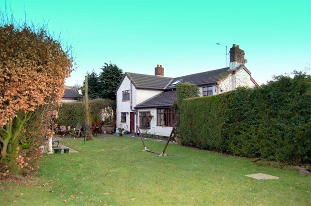 3 bed property for sale in Lowry Hill Lane, Ormskirk