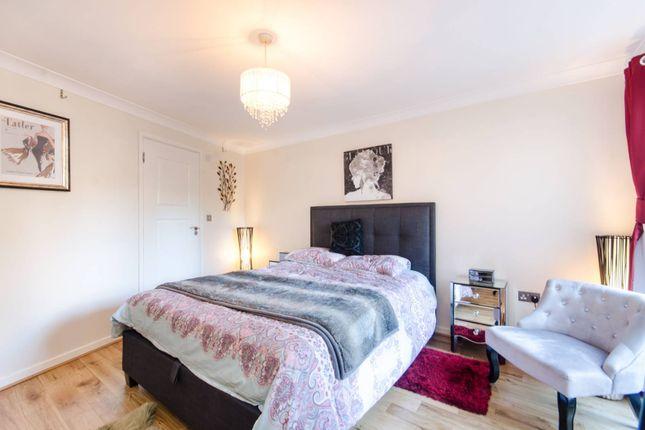 Thumbnail Flat to rent in Merton Road, Wimbledon, London