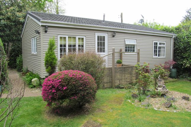 Thumbnail Mobile/park home for sale in Wellingtonias, Warfield Park, Bracknell, Berkshire, 3Rl