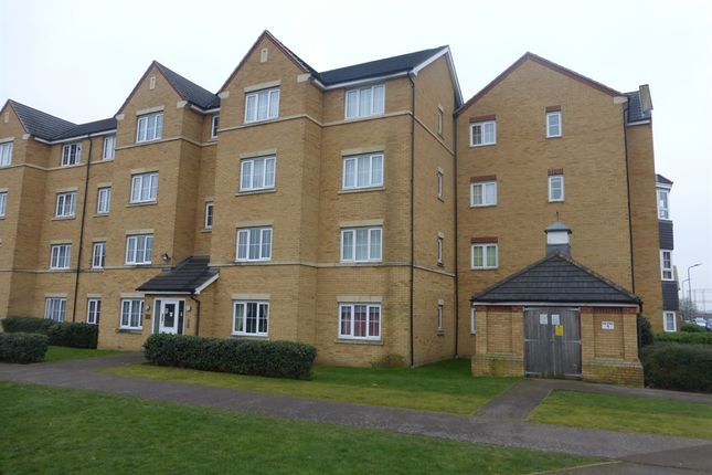 2 bed flat for sale in Henley Road, Bedford